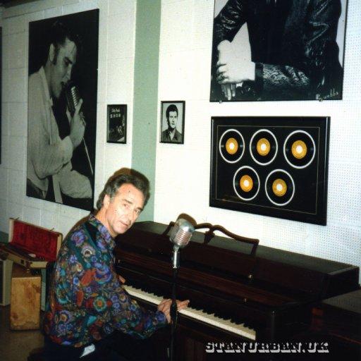 At the sun piano