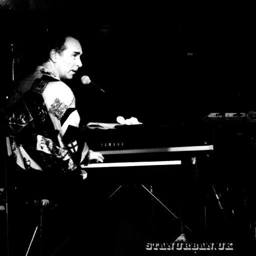 Stan_performing_032